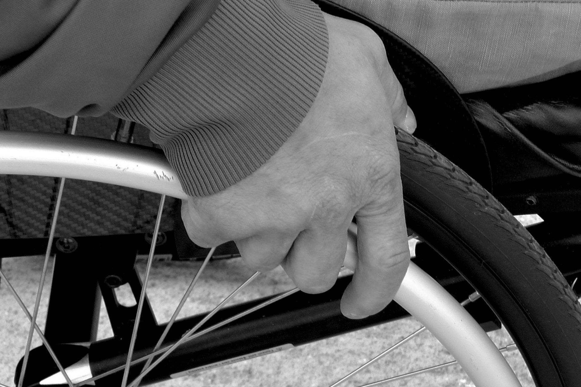 zwart wit rolstoel - Jipa Praktijk voor Ergotherapie